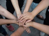 hands-united2-web.jpg
